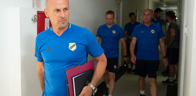 Veselinović u četvrtak na stadionu Čukaričkog drži čas polaznicima UEFA PRO kursa, među njima i Pavle Delibašić--AleksandarVeselinovic