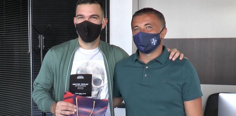 Matijašević predao nagradu Luki Stojanoviću za najlepši gol u sezoni-LukaStojanović-